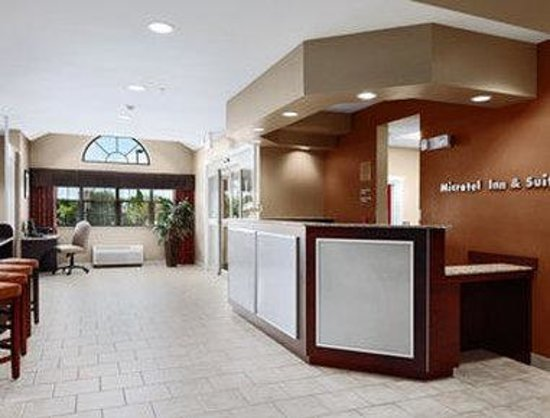 Microtel Inn &amp; Suites by Wyndham Harrisonburg: Lobby