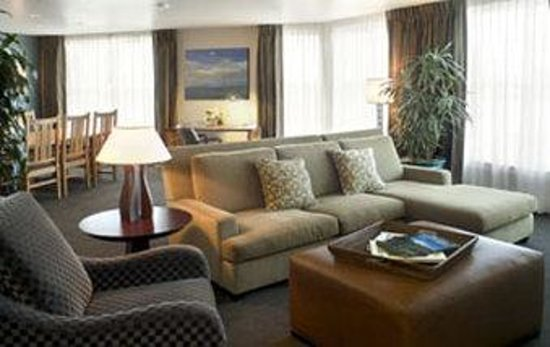 RiverPlace Hotel, a Kimpton Hotel: Grand Suite Living Room