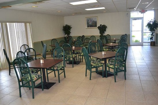 Americas Best Value Inn - Cocoa / Port Canaveral: Breakfast Area