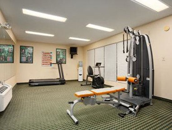 Howard Johnson Jackson North Ridgeland: Fitness Center