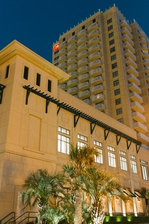 Hilton Virginia Beach Oceanfront: Hilton tower from Boardwalk