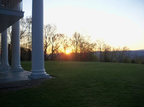 Christopher Place Resort: sunrise