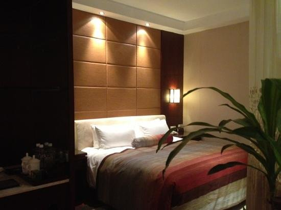 West Lake Hillview International Hotel: 寝室