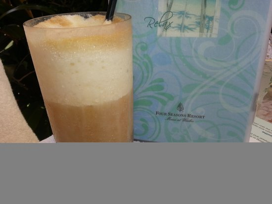 Four Seasons Resort Maui at Wailea: Pina Colada at Four Season.