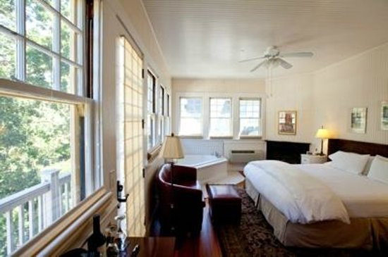 The Inn On First: Angels Share: Historic Mansion Bedroom
