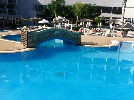 Pernera Beach Hotel: pool