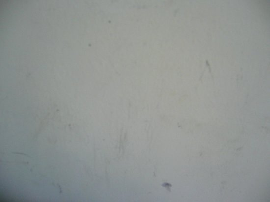 Hotel Sentral: Dirty wall
