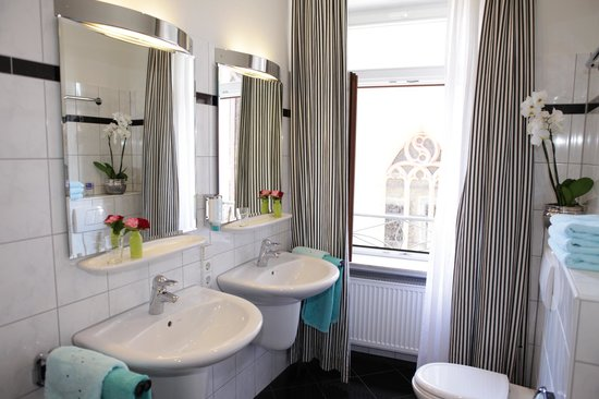 Hotel Am Markt: one of our bathrooms