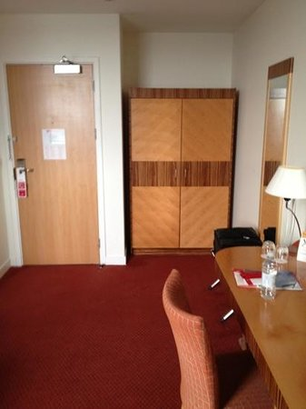 Ramada Hotel & Suites Coventry: Roomy