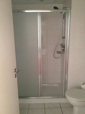 Ramada Hotel & Suites Coventry: Shower