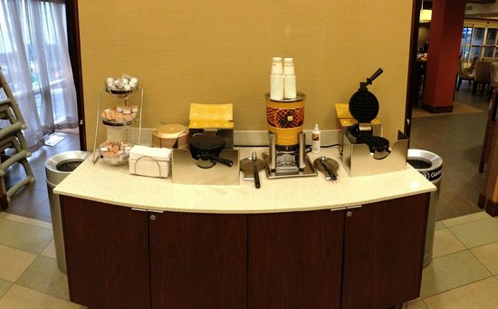 Hampton Inn & Suites Seattle Downtown: Breakfast - waffle station