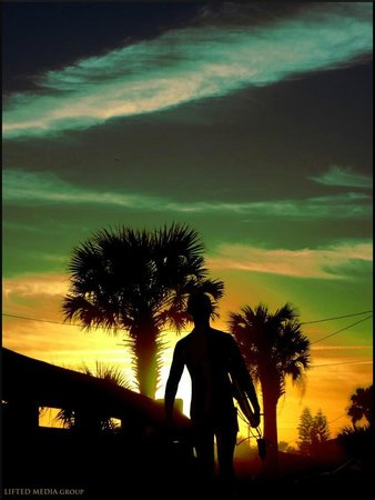 Beachcomber Motel: Sunset (Photo by Max Castaneda https://www.facebook.com/maximcastaneda)