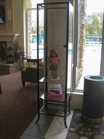 Hilton Garden Inn Atlanta Northpoint: American Girl doll in lobby