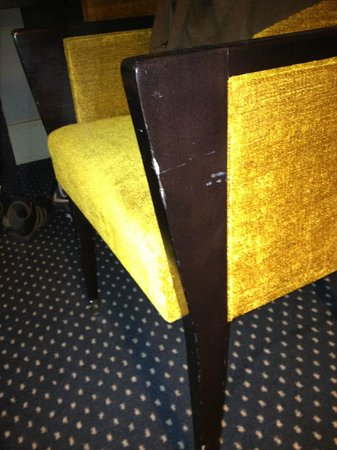 Hotel Auteuil - Manotel Geneva: Poor furniture