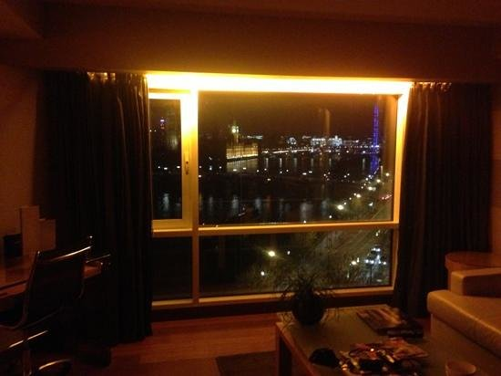 Plaza on the River - Club and Residence: the view from room 1056 at night