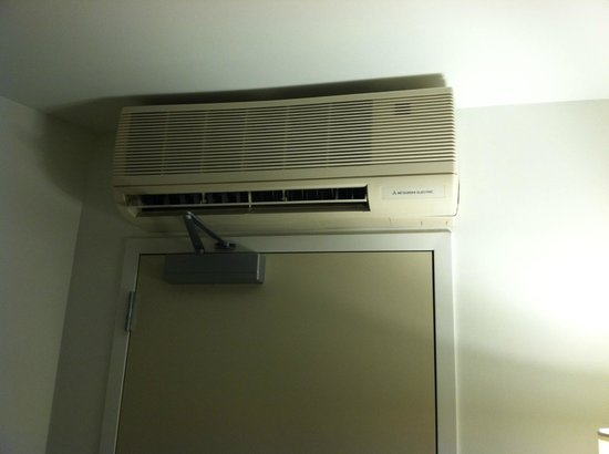 SpringHill Suites Atlanta Airport Gateway: AC over the door--nice touch