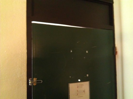 Days Inn Orlando Universal Maingate: room door