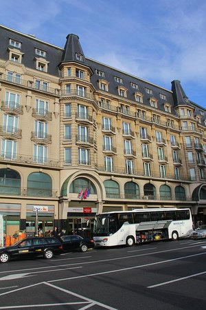 Mercure Grand Hotel Alfa Luxembourg: Grand Hotel Mercure Alfa - Front Across from RR Station