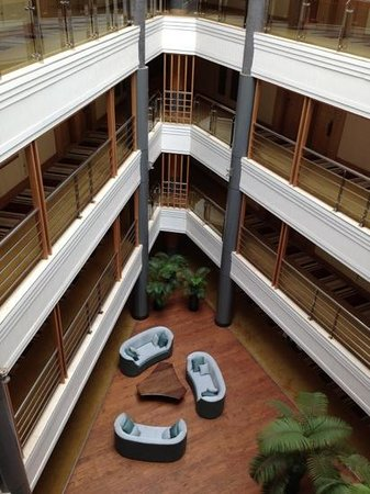 Sankara Nairobi: atrium