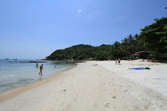 Crystal Bay Beach Resort: The beach