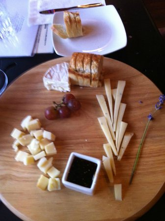 Carlton, Oregon: Cheese plate