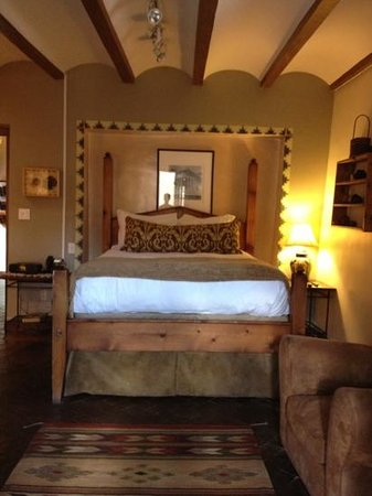 Inn at Vanessie: Tesuque main bedroom - beautiful!!