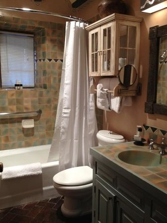 Inn at Vanessie: Tesuque bathroom