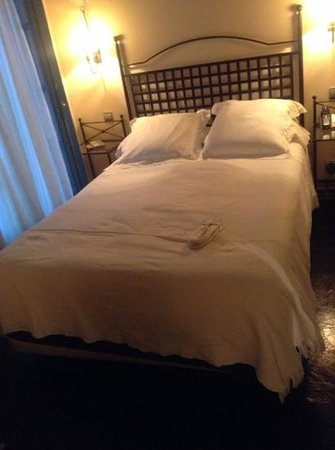 Hospes Las Casas del Rey de Baeza Sevilla: too small bed, 135 cms I would say