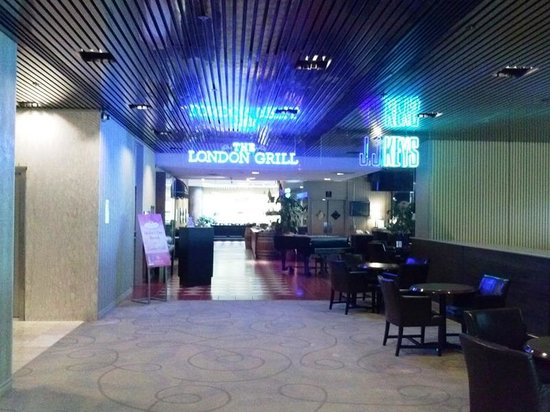 Hilton London Ontario: Bar Restaurant Area