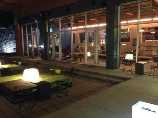 aloft Lexington: nice courtyard
