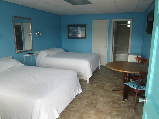 Russo's Motel: Queen Room with 2 Queen Beds