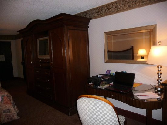 Desk with internet access picture of circus circus manor for Manor motor lodge las vegas