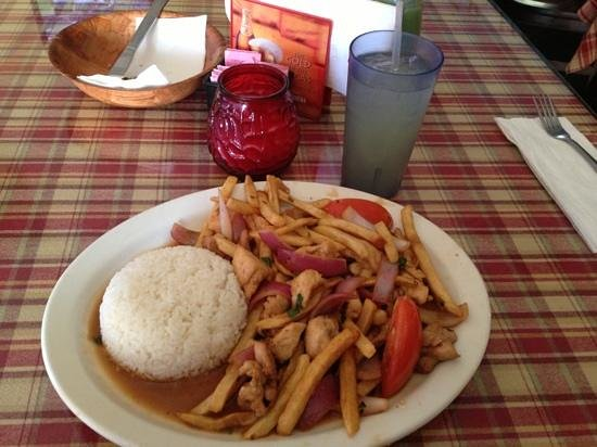 Downey, CA: Saltado de Pollo (Chicken Stir Fry).