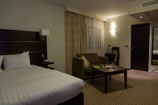 DoubleTree by Hilton London Heathrow: Supremely comfortable bed, perfect for a good night&#39;s sleep (King Deluxe)