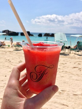 The Fairmont Southampton: Beach Club Strawberry Daiquiri