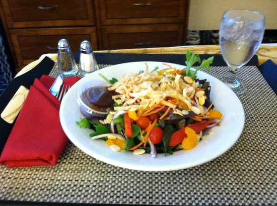 Hunt Valley Inn: Room service, the oriental chicken salad was excellent