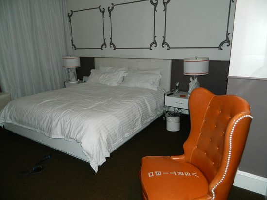 King room at The Hotel Vertigo