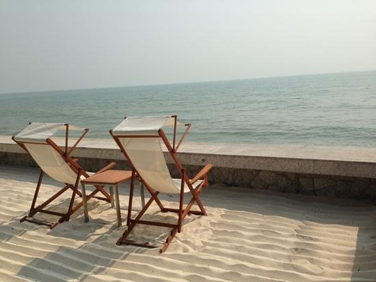Rest Detail Hotel Hua Hin: by the sea