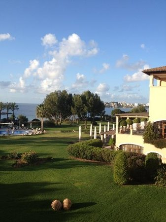 The St. Regis Mardavall Mallorca Resort: Early morning birdsong welcome
