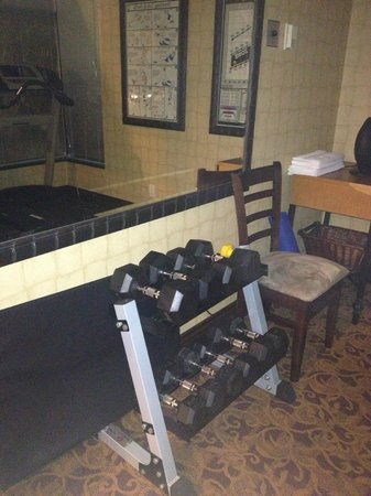 Sunset Inn and Suites: Gym room