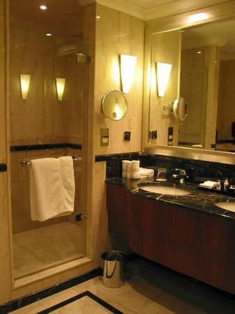 Chancery Court Hotel, London: Bathroom