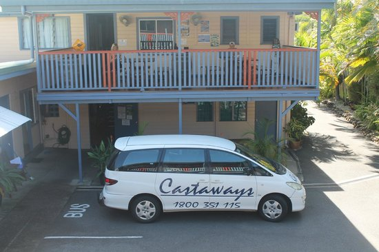Castaway&#39;s Backpackers: Front Balcony