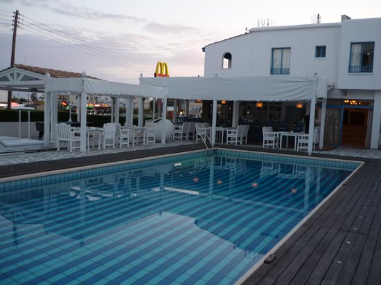 Tasmaria Hotel Apts.: the swimming pool