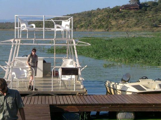 ‪‪White Elephant Safari Lodge‬: bateau promenade sur le dam‬