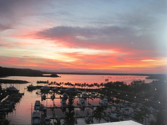Wyndham Grand Isla Navidad Resort: Sunrise over the marina