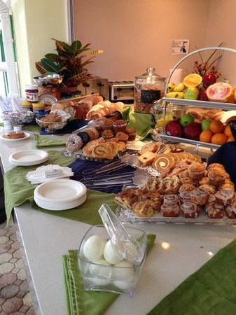 Almond Tree Inn: continental breakfast