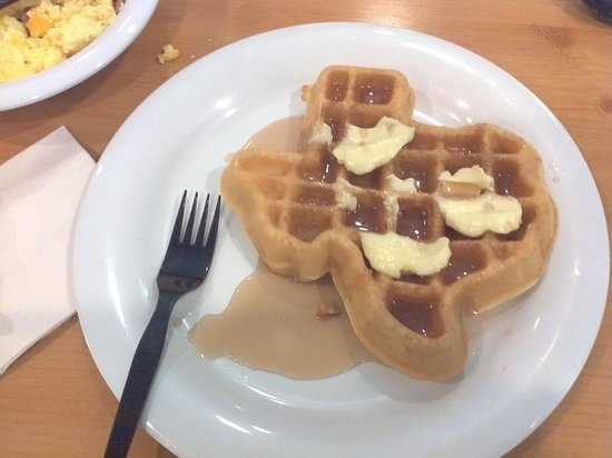 Crockett Hotel: Continental breakfast.  Waffles shaped like Texas.  Cute !!