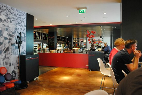 citizenM Glasgow: citizenM canteen, Glasgow