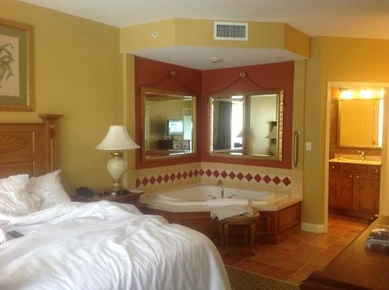 Main King Bedroom With Jacuzzi Tub And Ensuite Picture Of Sheraton Vistana Villages