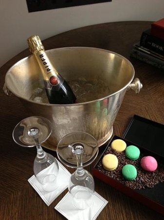 Chancery Court Hotel, London: Our anniversary welcome!
